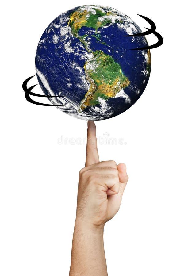 Main de rotation de doigt du monde de planète de la terre d'isolement photos stock