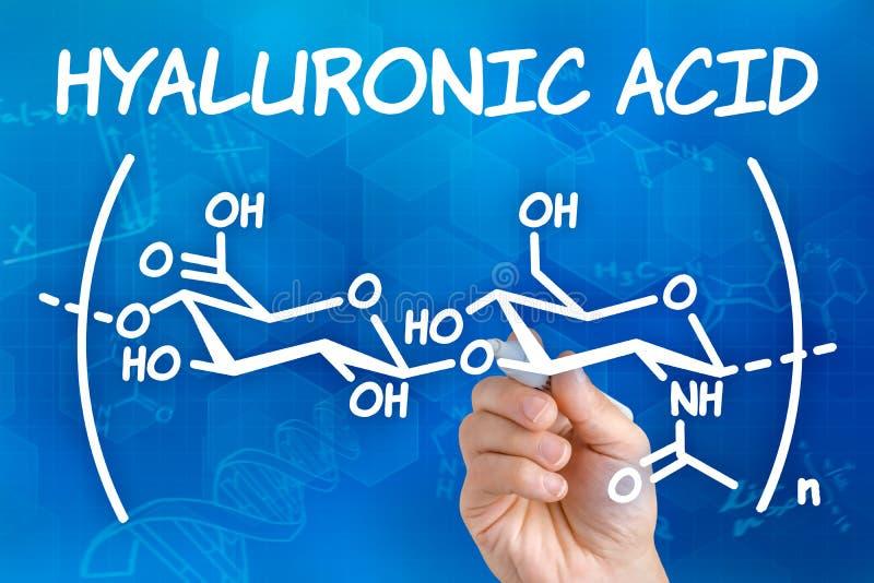 Main dessinant la formule chimique de l'acide hyaluronique illustration libre de droits