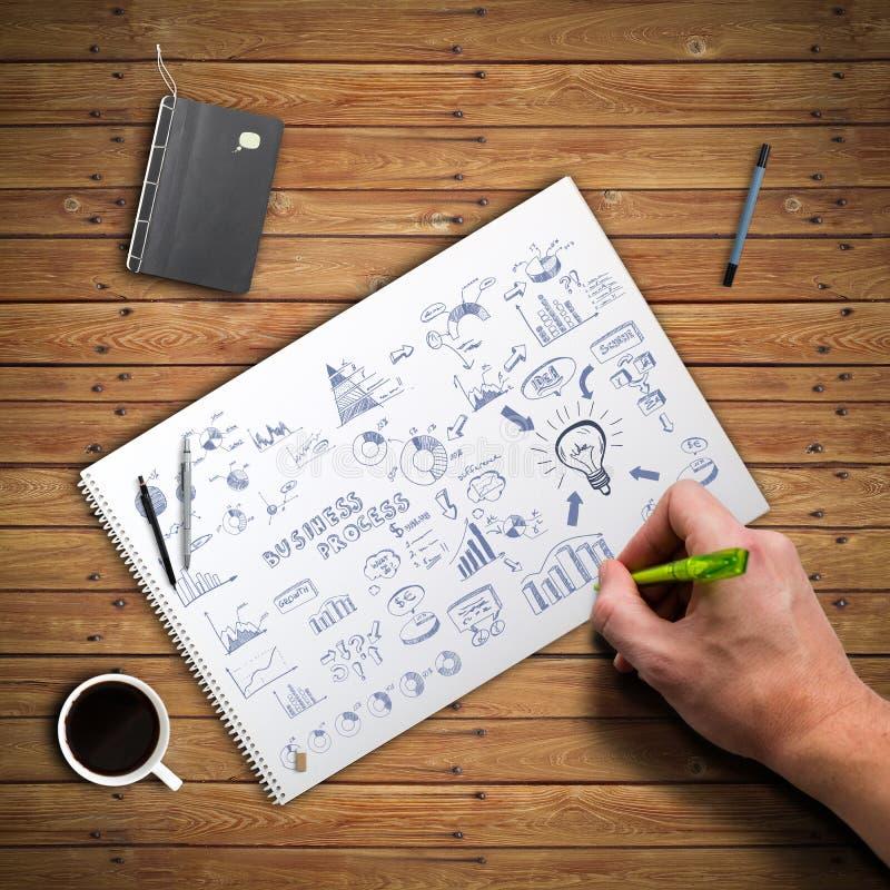 Main dessinant un griffonnage d'affaires photo stock