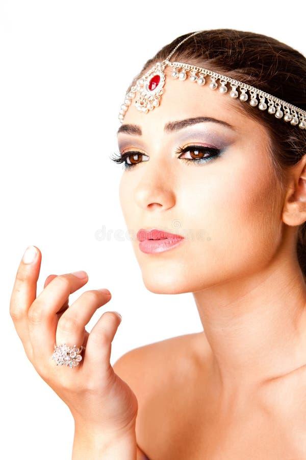 Main devant le visage de beauté photos libres de droits