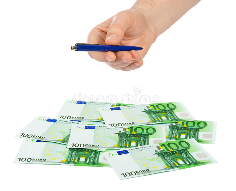 Main donnant le stylo et l'argent images stock