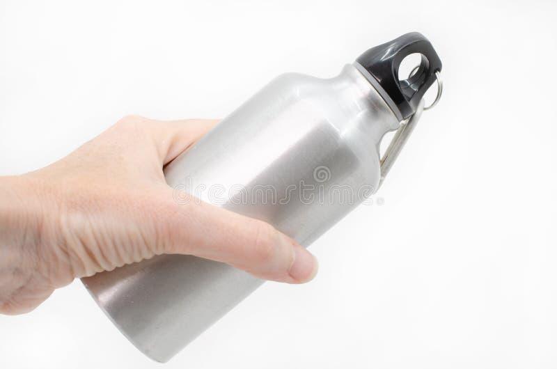 Main féminine tenant une bouteille d'eau réutilisable photos libres de droits