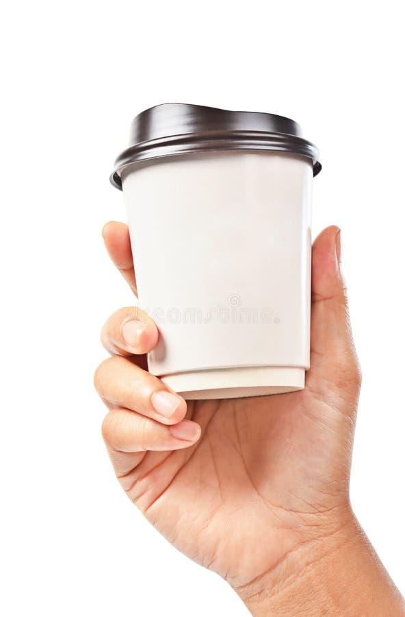 Main jugeant une tasse de café d'isolement sur le blanc photographie stock