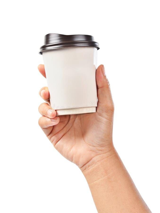 Main jugeant une tasse de café d'isolement sur le blanc images stock