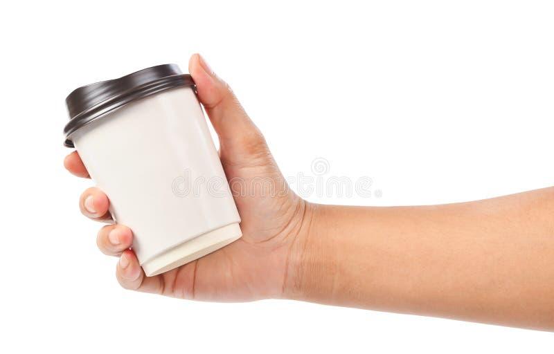 Main jugeant une tasse de café d'isolement sur le blanc images libres de droits