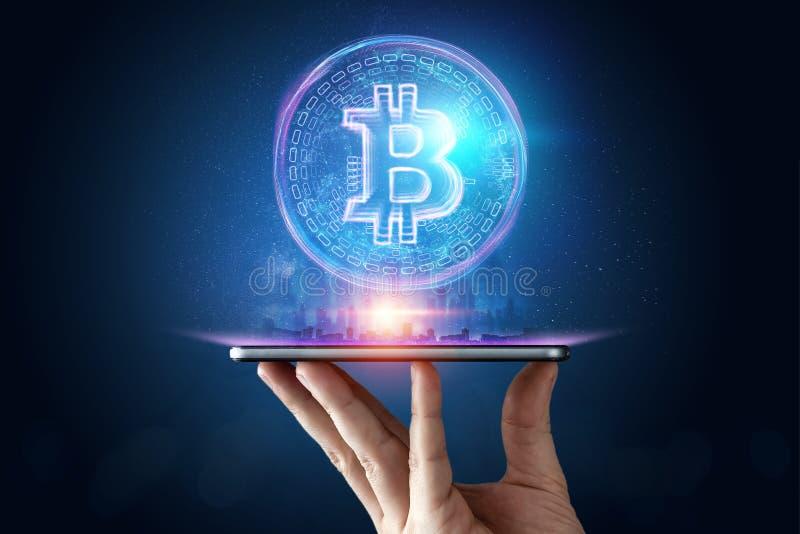 Main masculine, hologramme de bitcoin, fond créatif ultra-violet Cryptocurrency, argent électronique, technologie de blockchain photo stock