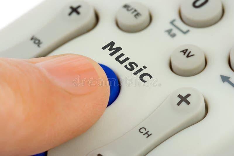 Main poussant la musique de bouton photo stock