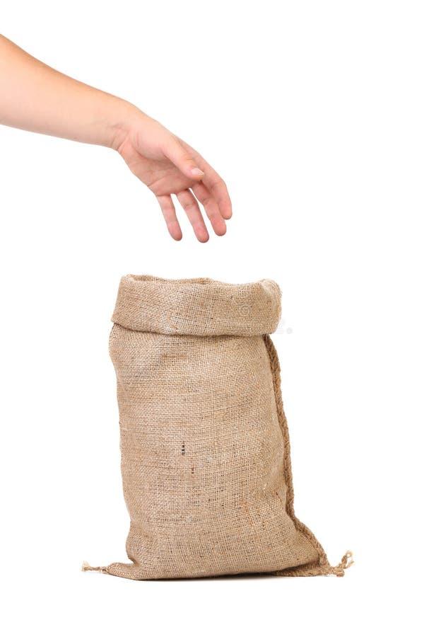 Main reprenant du plein sac. image stock