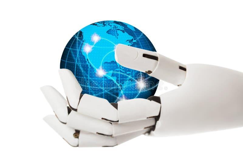 Main robotique tenant le globe bleu image libre de droits