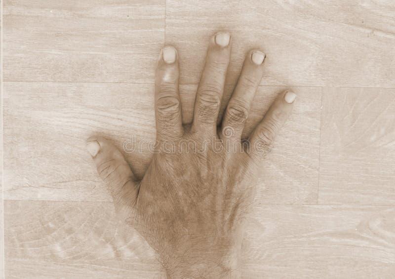 Main sale de vieil homme image libre de droits