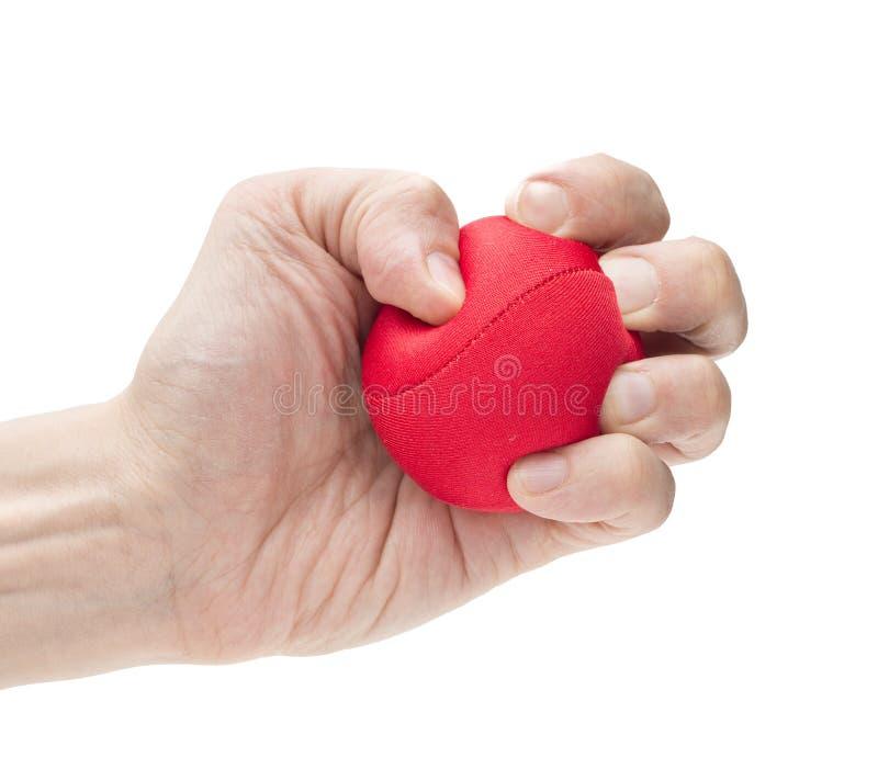 Main serrant la boule rouge photo stock