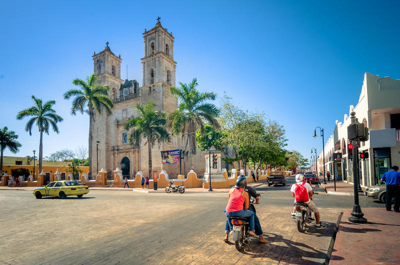 Download Main Square With Cathedral In Valladolid, Mexico Editorial Stock Image - Image: 42190474