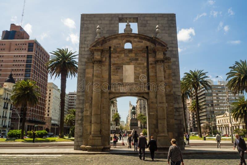 Main square in Montevideo, Plaza de la independencia, Salvo palace, puerta de la ciudadela stock photography