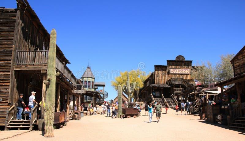 Main Street der Goldvorkommen-Geisterstadt - Arizona, USA stockbild