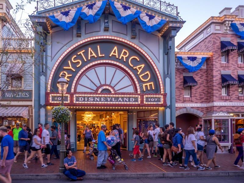 Main Street Disneyland en la noche fotos de archivo libres de regalías