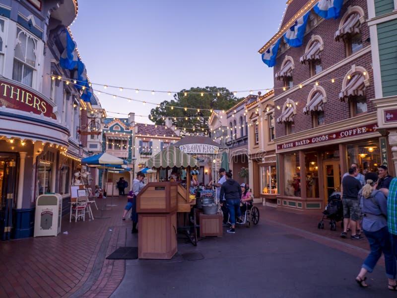 Main Street Disneyland på natten royaltyfri bild