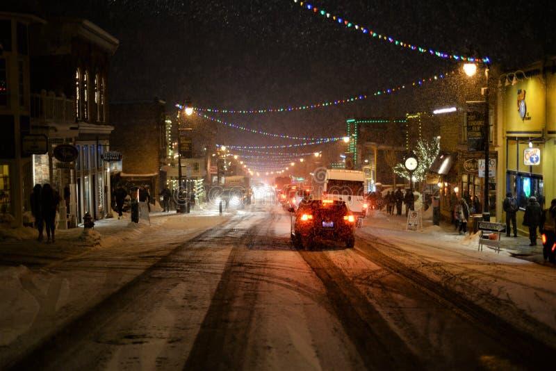 Main Street en la nieve fotografía de archivo
