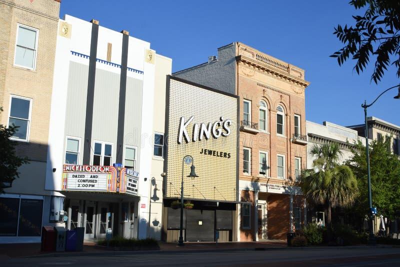 Main Street i stadens centrum Columbia, South Carolina på en sommarmorgon royaltyfria bilder