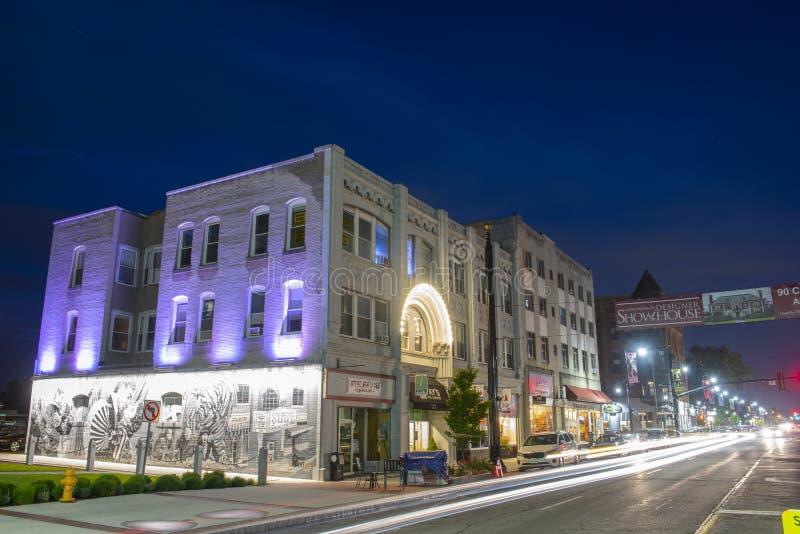 Main Street la nuit, Nashua, NH, Etats-Unis photographie stock libre de droits