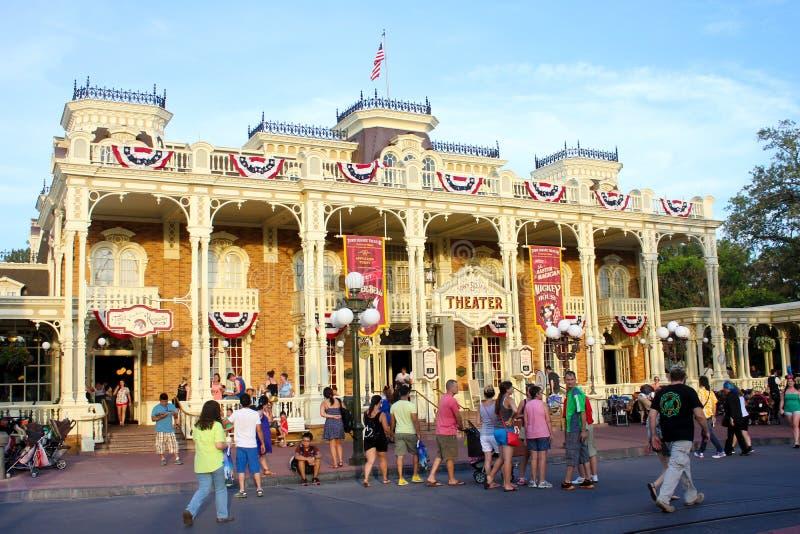 Main Street på Disney magiska kungarike arkivfoto