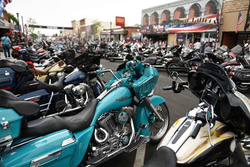 Main Street podczas światu motocyklu wielkiego wiecu w Sturgis fotografia royalty free