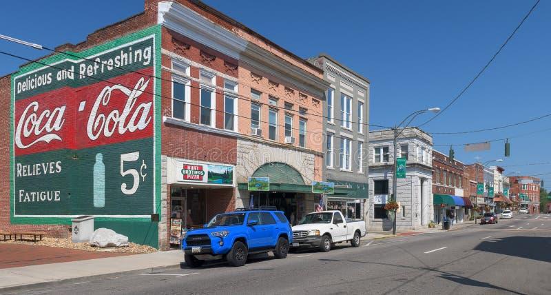 Main Street sul monte Airy, Carolina del Nord fotografie stock