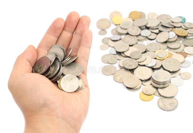 Main tenant des pièces de monnaie photos stock
