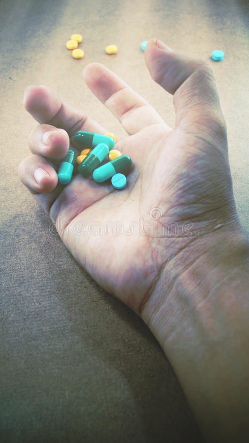 Main tenant la drogue photos libres de droits