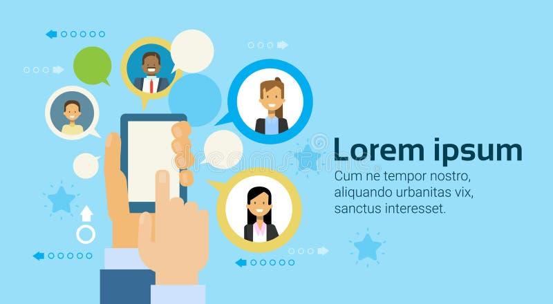 Main tenant les gens d'affaires futés de mise en réseau de téléphone ou de tablette de Digital de fond d'icônes illustration de vecteur