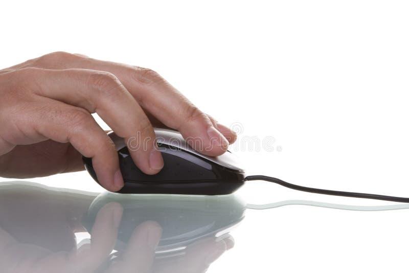 Main utilisant une souris photographie stock