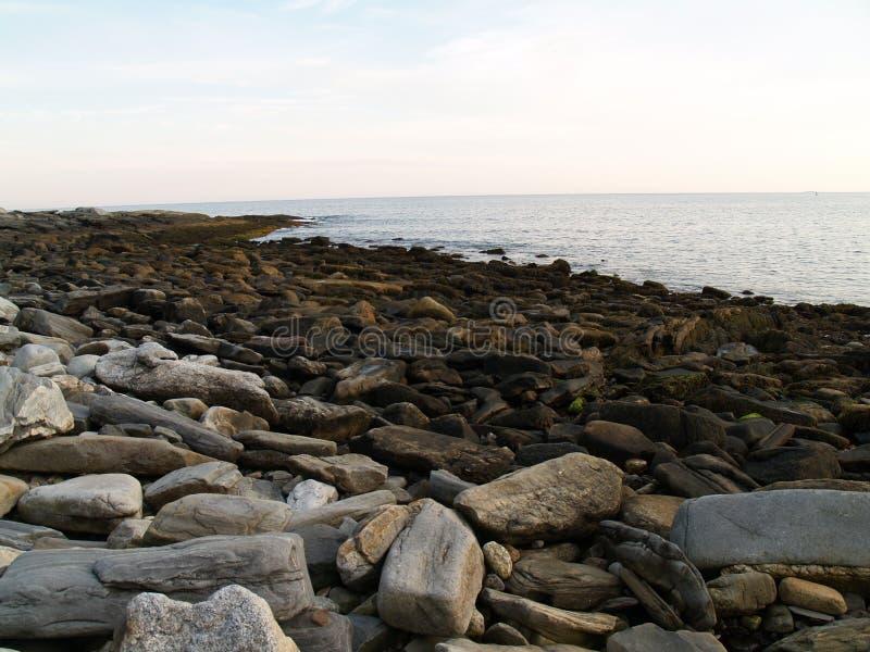 Maine linii brzegowej Niskiego przypływu kamienie obraz royalty free