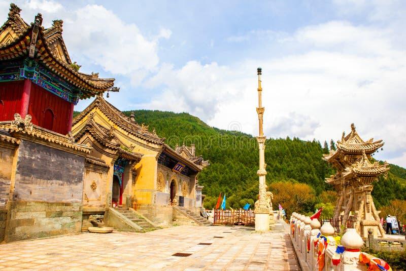 Maingate för Wutaishan (montering Wutai) plats-Longquantempel. royaltyfria foton