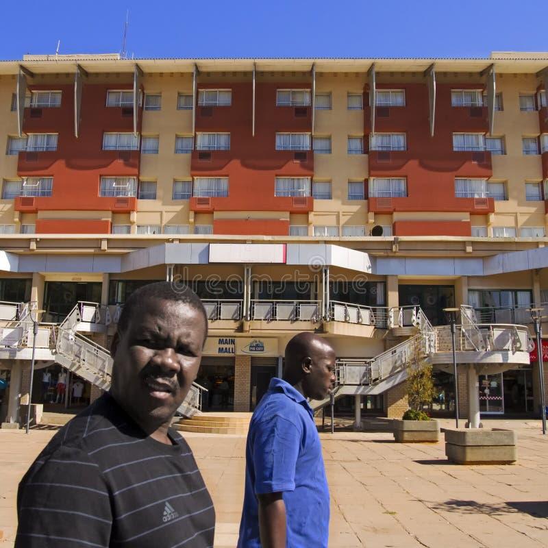 Mainmall het winkelen gebied in gaborone Botswana stock fotografie