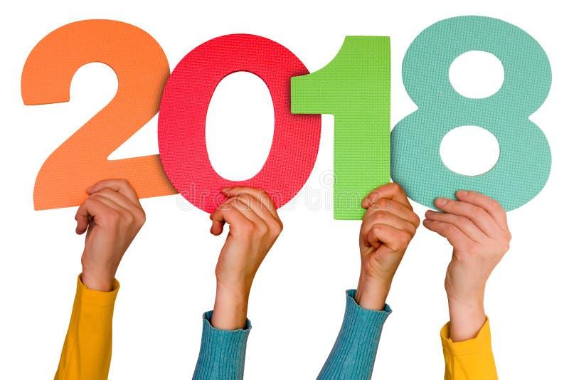 Mains avec l'année 2018 d'expositions de nombres de couleur photos stock