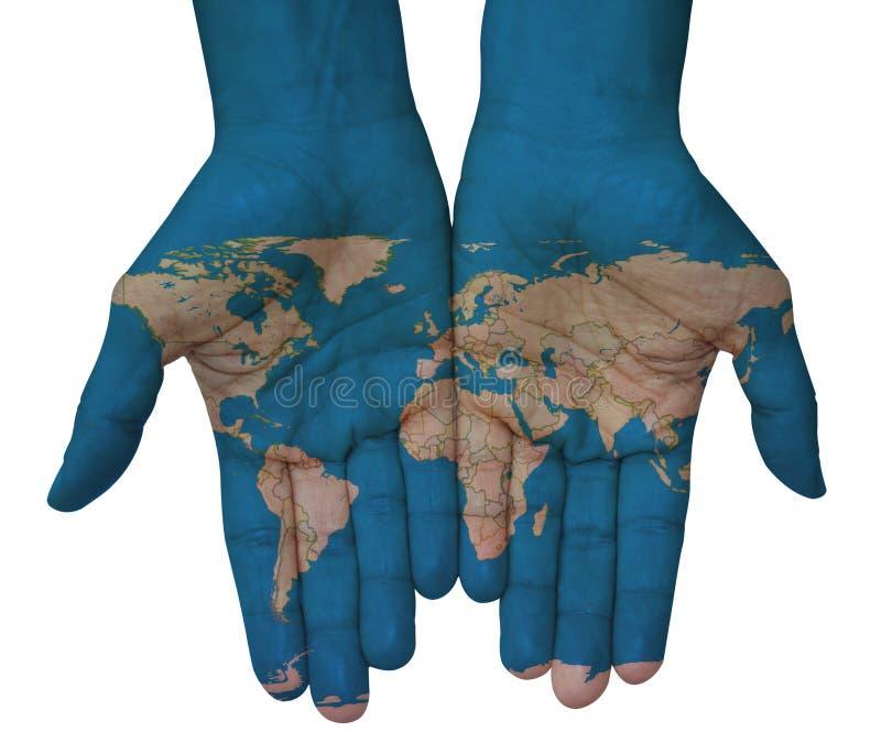 Mains avec la boule avec des drapeaux, carte du monde dessiné illustration stock