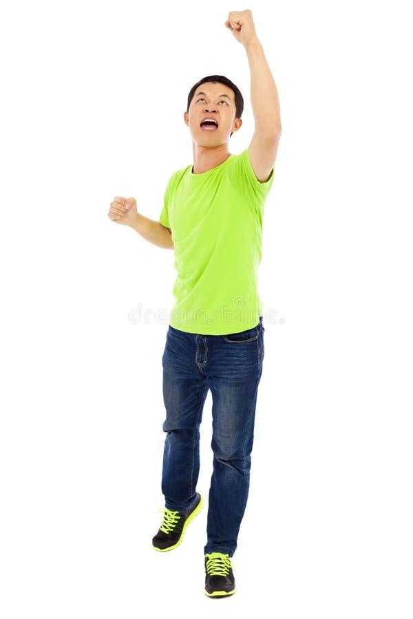 Mains d'augmenter de jeune homme pour hurler la victoire photos stock