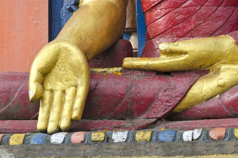 Mains d'or de statue de Bouddha à Katmandou, Népal photos stock