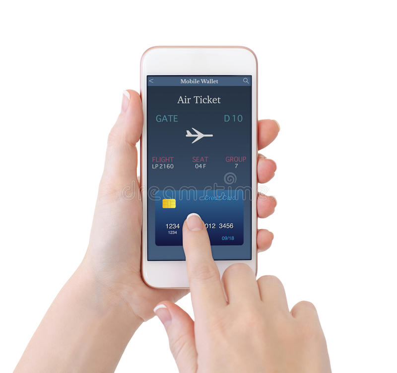 Mains d'isolement de femme tenant le téléphone avec le billet d'avion en ligne image libre de droits