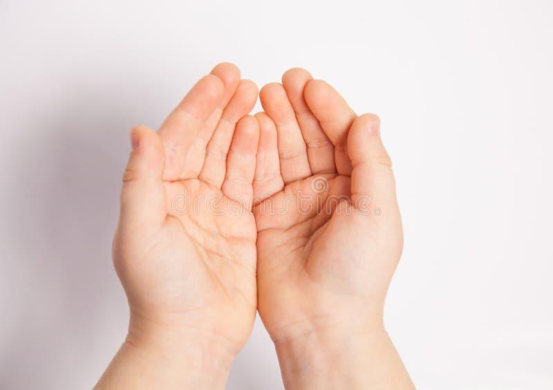 Mains d'un enfant photo libre de droits