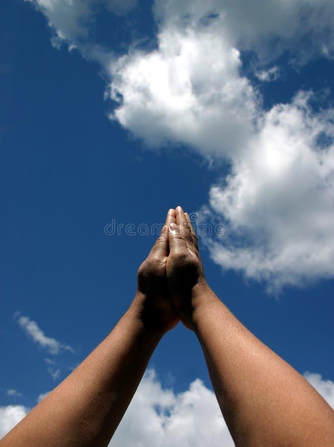 Mains dans la prière photo libre de droits