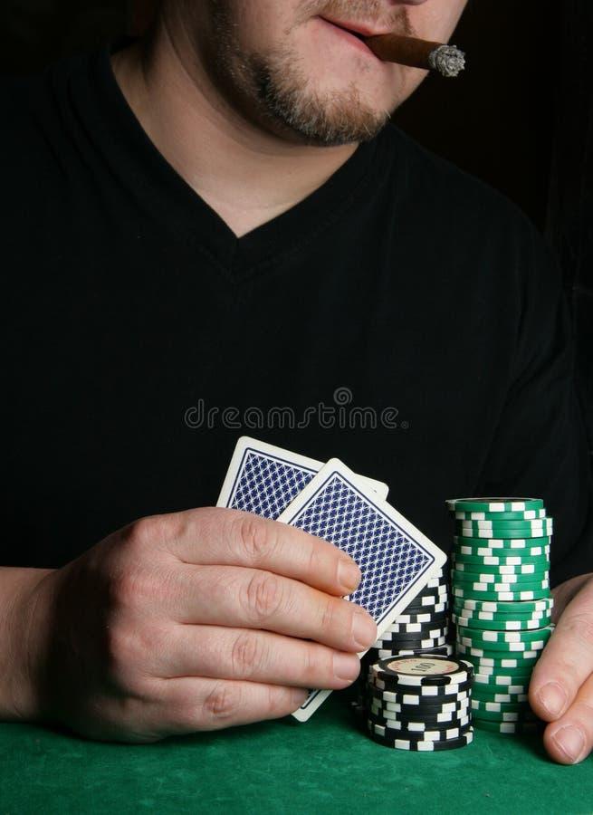Mains de carte-joueur image libre de droits