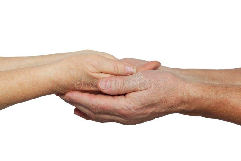 Mains de femme âgée dans des mains d'homme plus âgé image libre de droits