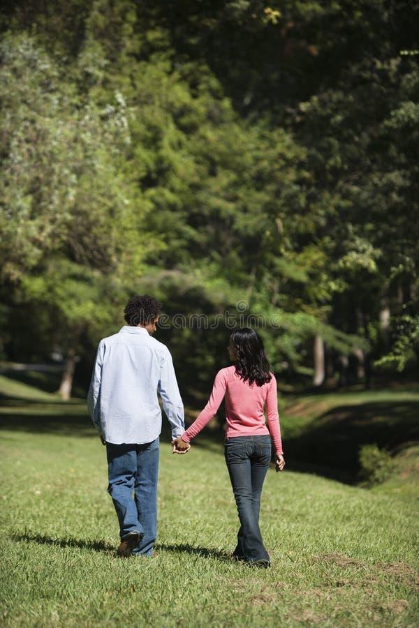 Mains de fixation de couples. image libre de droits