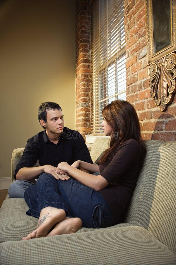 Mains de fixation de couples photos libres de droits