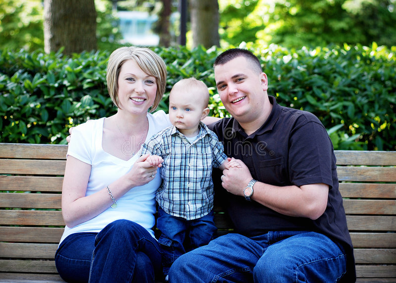Mains de fixation de famille - horizontales photo stock