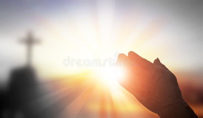Mains de prière de silhouette photographie stock