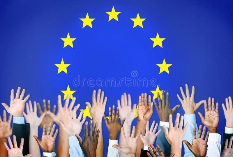 Mains diverses avec le drapeau d'Union européenne photographie stock libre de droits