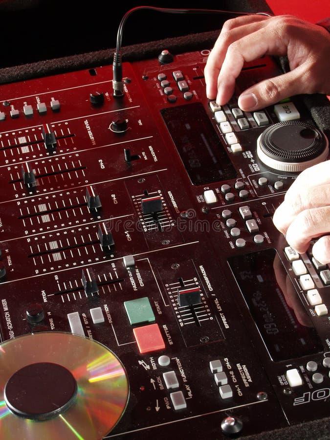Mains du DJ. image stock