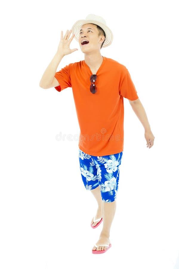 Mains ensoleillées d'augmenter de jeune homme à hurler images stock