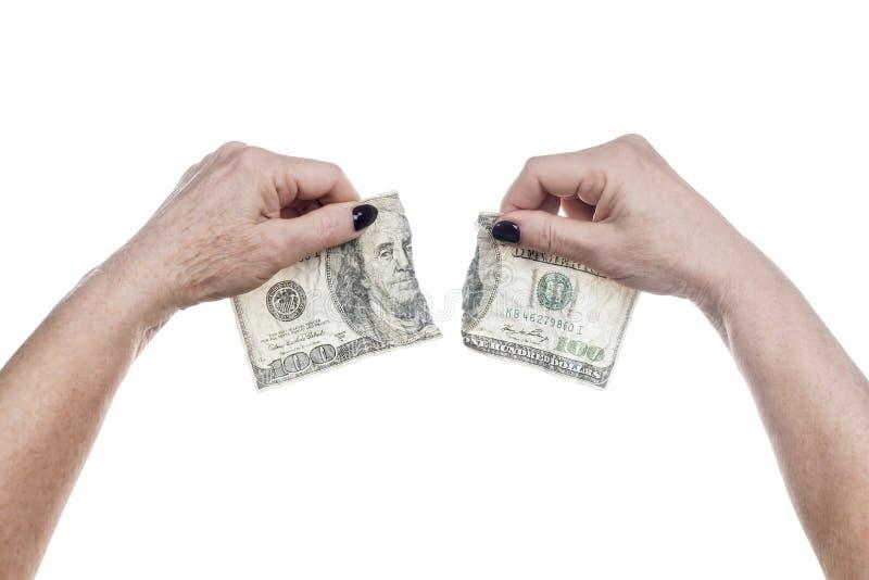 Mains femelles déchirant des dollars photos stock